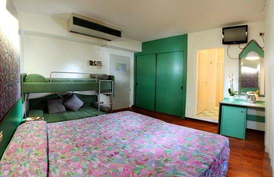 Camera doppia con letto a castello - Bild von Hotel Palace, Lignano ...