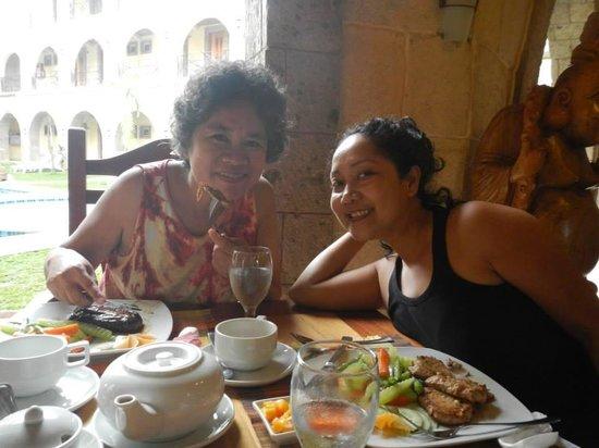 Corto del Mar : happy diners