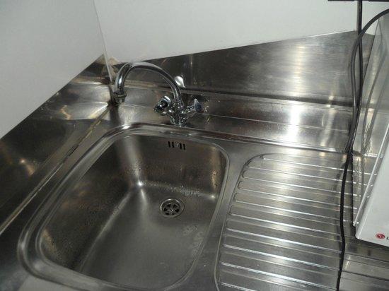Hotel Souvenir : lavabo che perde