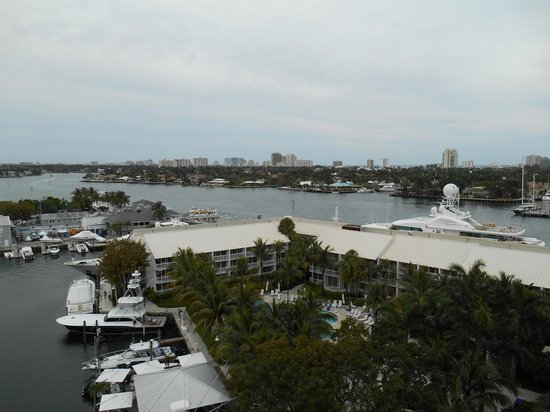 Hilton Fort Lauderdale Marina : View of Waterway from Balcony