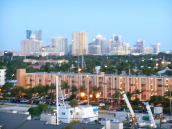 Hilton Fort Lauderdale Marina: View of City from Balcony