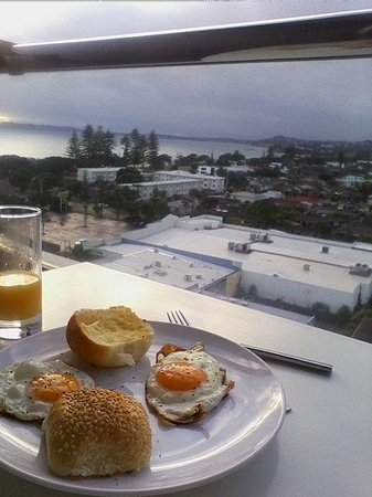 Ramada Suites Nautilus Orewa: Cooked Breakfast