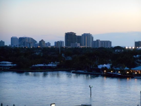 Hilton Fort Lauderdale Marina : View of City from Balcony