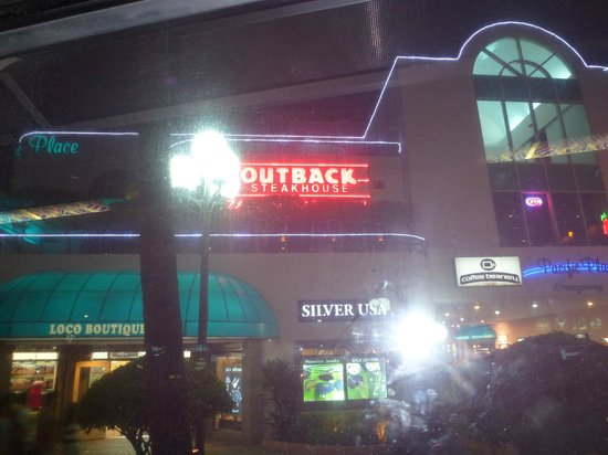 Outback Steakhouse: 店の外観