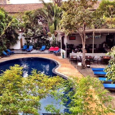 The Billabong Hotel: Pool