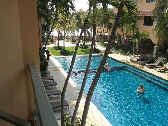 Anantasila Villa by the Sea, Hua Hin : Pool view from block B