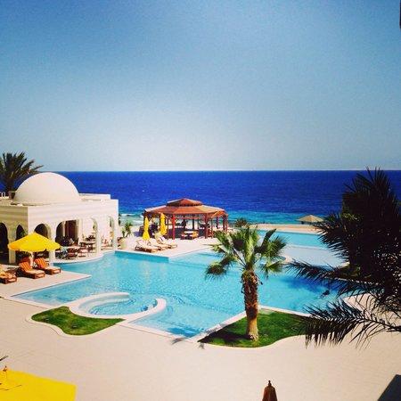 The Oberoi Sahl Hasheesh: The pool area