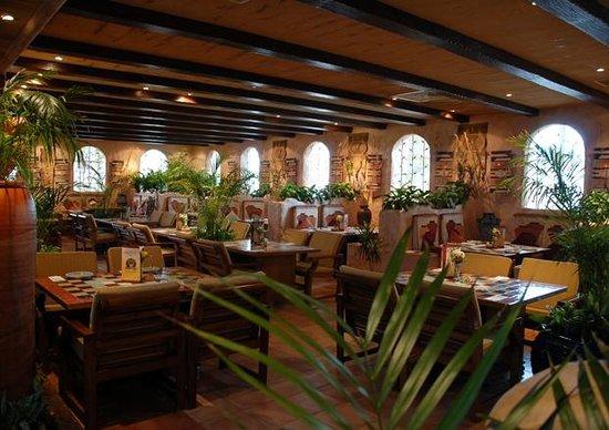 Caffe Aroma: Dining room