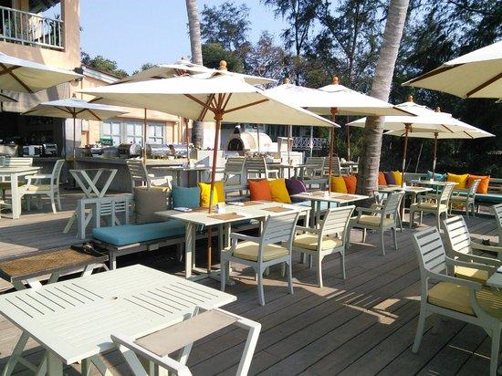 Anantasila Villa by the Sea, Hua Hin : Outside restaurant (breakfast time)