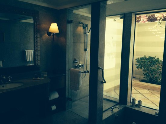 The Oberoi Sahl Hasheesh: The bathroom