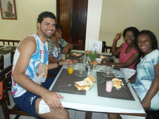 Marina Travel Praia Hotel: Mesa de cafe da manhã