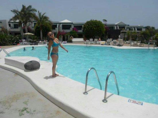 Lomo Blanco Apartments: Big swimming pool