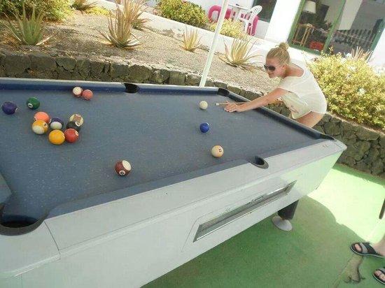 Lomo Blanco Apartments: Pool table