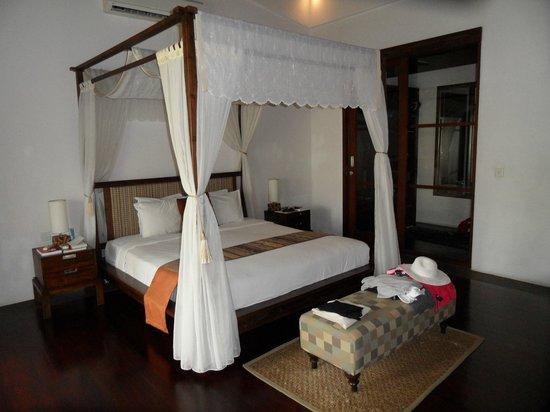 Gending Kedis Villas & Spa Estate: chambre principale avec dressing au fond
