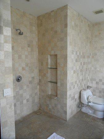 Gending Kedis Villas & Spa Estate: sdb de la chambre parentale