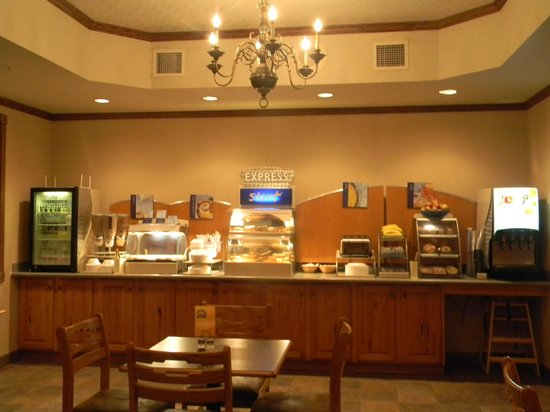 Holiday Inn Express & Suites Mt Rushmore / Keystone: Free Breakfast Offered Hot and Cold Choices. Buffet Breakfast