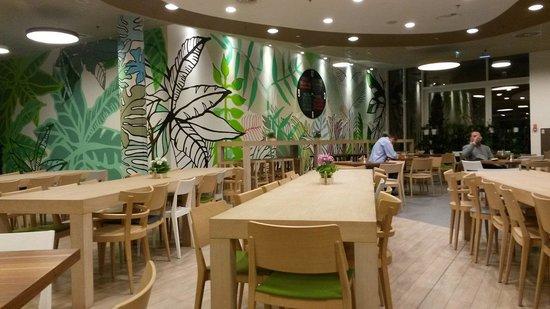 Sound Garden Hotel Warsaw Airport : Jadalnia i zarazem hotelowa restauracja...