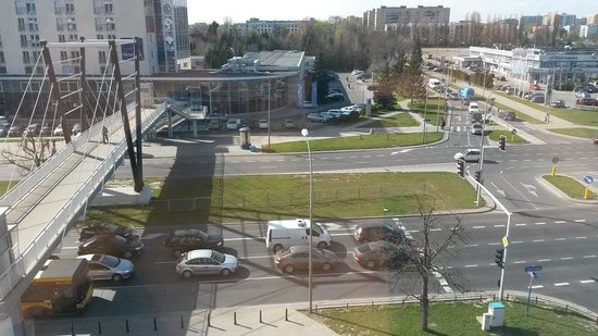 Sound Garden Hotel Warsaw Airport : Widok z okna pokoju hotelowego....