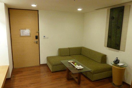 Fortune Select Dasve, Lavasa : Club room, sitting area