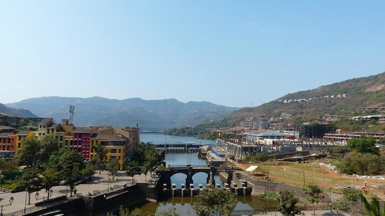 Fortune Select Dasve, Lavasa : View from the Swimming pool area