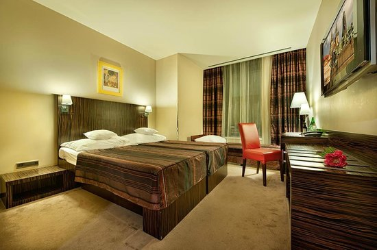 EA Hotel Crystal Palace : Double with extra bed