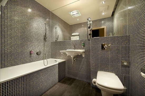 EA Hotel Crystal Palace : Bathroom