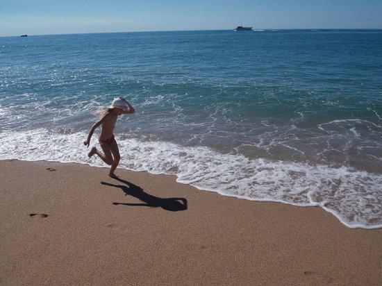 Sumus Hotel Monteplaya: Море и песок, напоминающий гречку