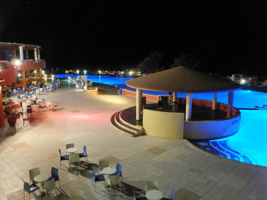 Royal Horizons Boa Vista: pool at night