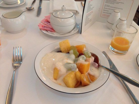 Grange St. Paul's Hotel : Breakfast - fruit & yoghurt