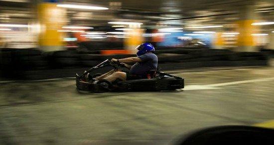 Hot Wheels Raceway: Speed & Adrenalin