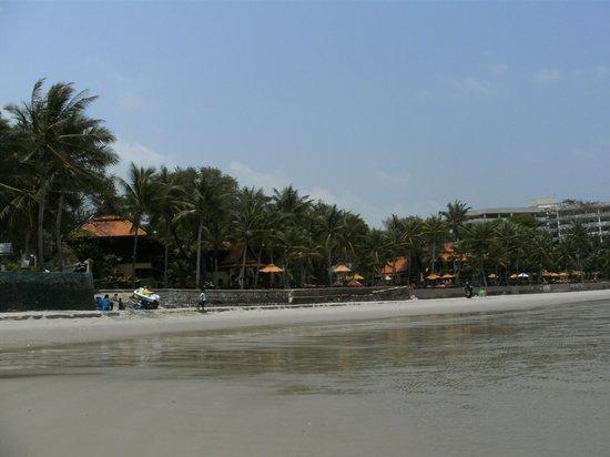 Anantara Hua Hin Resort : Hotel Beach