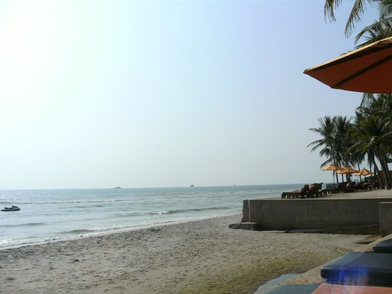 Anantara Hua Hin Resort : Hotel Beach