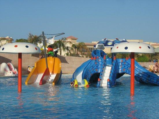 Serenity Fun City Resort : детский бассейн