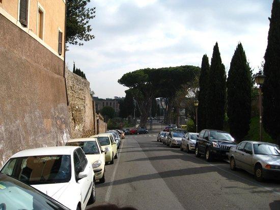 Hotel Villa San Pio: road to hotel