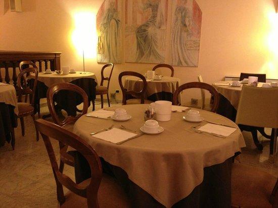 Hotel Dei Priori: 地階の朝食会場