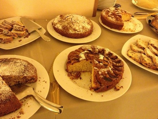 Hotel Dei Priori: メニューが豊富な朝食