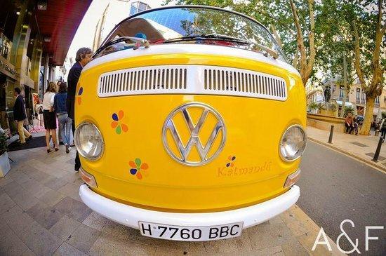 Vintage Tours Day Tours : Una de uestras Volkswagen; Katmandu, la más hippie