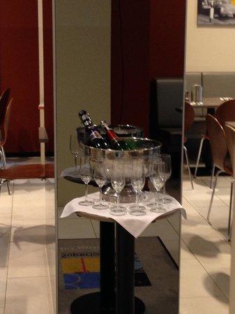 Bo18 Hotel Superior : Champagnen!