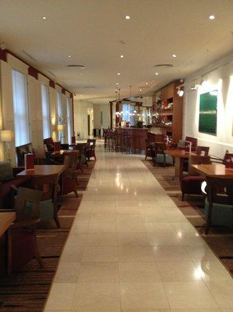 K+K Hotel Opera: Bar/ lobby area