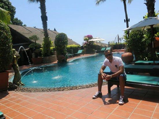 Boomerang Village Resort : the main pool area