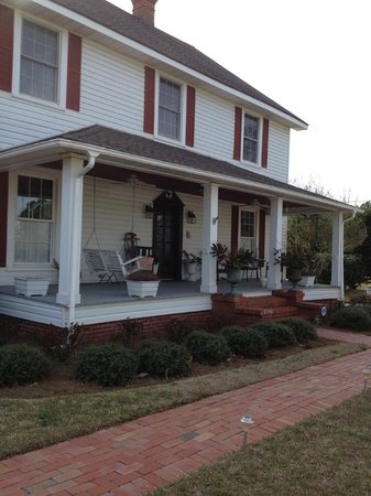 Moore Farm House B&B: Front Porch