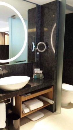 Hotel ICON: Vanity area
