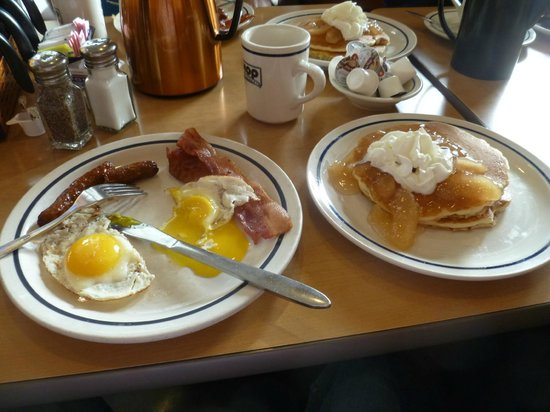 Best Western Plus Gateway Hotel Santa Monica: Typical Breakfast at I Hop , 2 plates for only $8.95