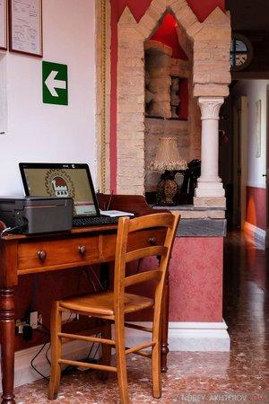 Navona Queen : Компьютерный стол с принтером