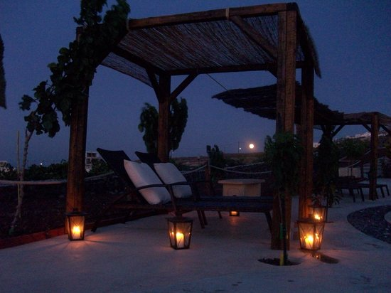 Santorini Mesotopos : Sunbeds