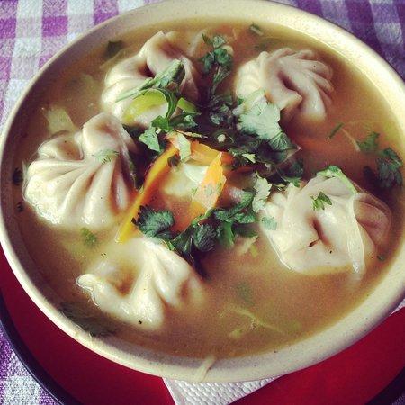 Rice Bowl Tibetan Restaurant: Momo in soup