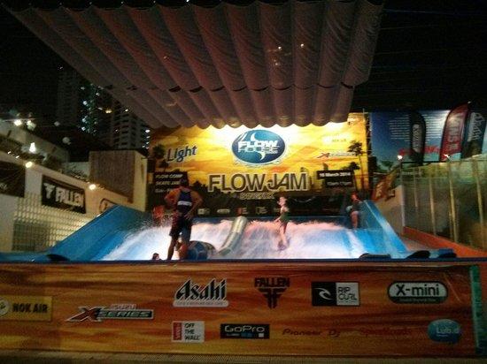 Flow House Bangkok: Flowhouse am Abend