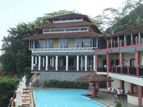 Amaya Hills: Hôtel et piscine