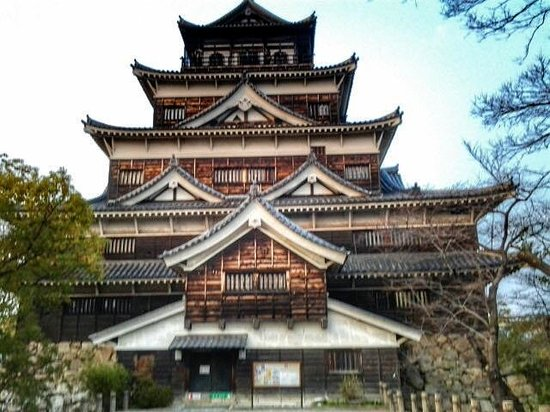 Hiroshima Castle: the entrance of the castle