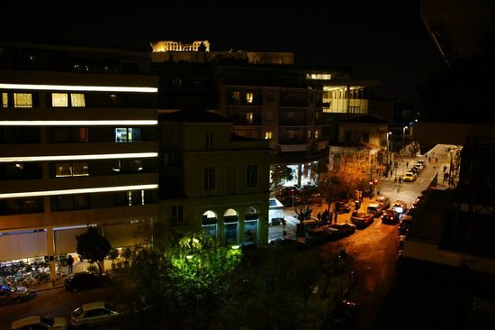 Hera Hotel: unzoomed view at night
